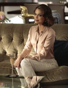 Nathalie Kelley in Dynasty Business Outfits, Office Outfits, Mode Outfits, Chic Outfits, Fashion Outfits, Office Attire, College Outfits, School Outfits, Business Casual