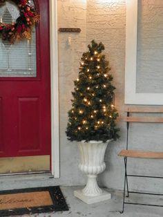 Winder and Main : Tis the Season, Day 8: tomato cage Christmas tree.