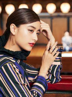 【TIFFANY TOKYO MAP】山本美月が案内! エキサイティングな新宿のエンタメスポット Japanese Beauty, Japanese Girl, The Most Beautiful Girl, Beautiful Women, Asian Model Girl, Asian Models, Model Pictures, Yamamoto, Girl Poses