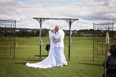 Bride and groom at Katke Golf Course. Photos courtesy of Jessica Frederick Photography