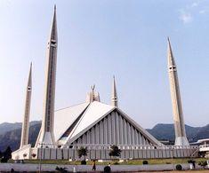 Faisal Mosque , Islamabad, Pakistan. Image Credit: Ian Cowe. | 60 Photos of Beautiful Mosques Around The World