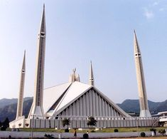 Faisal Mosque , Islamabad, Pakistan. Image Credit: Ian Cowe. | 60 Photos of Beautiful Mosques Around The World