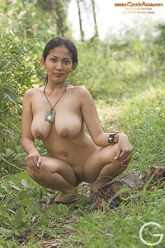 Gambar Bugil IIS FARADINA Aksi Hot di Hutan part.3