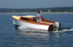 Sam Crocker's Small Outboard Skiff is a design; a modest-sized outboard with a small cabin that will accommodate the adventurous camp-cruiser. Small Power Boats, Small Boats, Cabin Cruiser Boat, Pt Cruiser, Yacht Design, Boat Design, Small Motor Boat, Boat Pics, Classic Wooden Boats