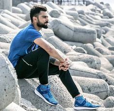Buzzzfly brings for you the facts which are related to the Virat Kohli life. Here you get the Virat Kohli photo, unique facts in Hindi, Virat Kohli brand val. Anushka Sharma Virat Kohli, Virat And Anushka, Cricket Wallpapers, Latest Wallpapers, Virat Kohli Wallpapers, Cricket Videos, Dhoni Wallpapers, Blue Army, Cricket Sport