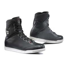 The TCX X-Rap waterproof boot is a high-top leather sneaker style boot ideal for urban use. With a casual style, these boots are perfect for wearing on the street as well as on your bike, meaning you can be better protected on your bike without losing your street style. These lace up boots are made from full grain leather and have a waterproof lining. There are malleolus protections and reinforcements in the toe and heel. The distressed look sole offers high wear resistance.