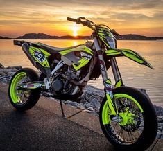 Motorcross Bike, Motorcycle Dirt Bike, Pit Bike, Futuristic Motorcycle, Dirt Bike Girl, Dirt Bike Room, Motorcycle Quotes, Ktm Supermoto, Ktm Dirt Bikes