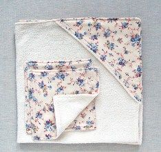 Head over to The Purl Bee for a tutorial showing how to make this hooded babytowel and washcloth set. This would make a lovely baby gift! Go to the tutorial. [photo from The Purl Bee] [tags]sewi…