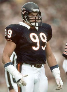 Dan Hampton in This was the year Da Bears broke the single season QB sack record which still stands in 2016 of 72 QB sacks in one season! Hampton had 11 in 1985 Chicago Bears, Chicago Bears Super Bowl, Nfl Bears, Bears Football, Football Players, Nfl Hall Of Fame, Nfl Photos, Nfl History, Football Conference