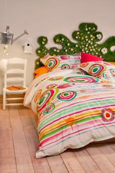 Desigual 100% cotton Paint Party duvet cover. New reversible design with a watercolour-effect print. Everyone will want to get into your bed...