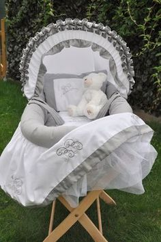 Baby Pattern, Diy Bebe, Baby Couture, Moses Basket, Baby Kind, Baby Cribs, Kids And Parenting, Bassinet, Kids Room