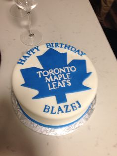 Search toronto maple leafs photos toronto maple leafs cake toronto maple leaf cake red valet yummy bookmarktalkfo Images