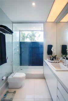 Banheiro com azul marinho!