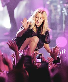 Ellie Goulding engaging with the audience @ Milan Music Week