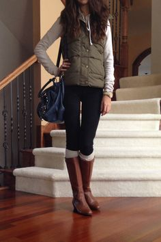 Olive green vest with riding boots fall outfit 2013 botas largas, estilo fe Vest Outfits, Casual Outfits, Cute Outfits, Fashion Outfits, Work Outfits, School Outfits, Fashion Ideas, Fashion Inspiration, Fall Winter Outfits