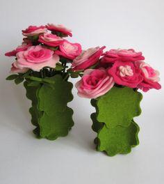 vasi di fiori in feltro, tutto con una sola fustella della big shot. felt flowers