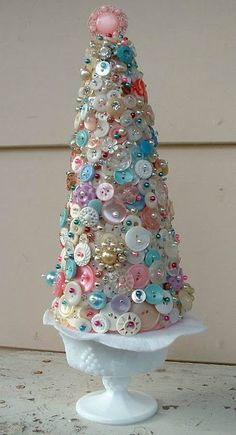 Beautiful Button Tree in vintage milk glass! Awesome Craft Project with a vintage appearance - DIY Bastelideen Cone Christmas Trees, Unique Christmas Trees, All Things Christmas, Vintage Christmas, Christmas Holidays, Christmas Decorations, Christmas Ornaments, Cone Trees, Xmas Tree