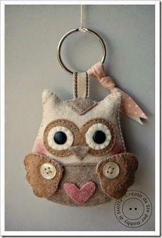 Felt owl key chain or purse charm Felt Owls, Felt Birds, Felt Animals, Fabric Crafts, Sewing Crafts, Sewing Projects, Owl Crafts, Owl Patterns, Felt Decorations