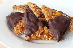 Φλωρεντίνες αμυγδάλου, το πιο εύκολο γλυκό κέρασμα από τον Τάσο Αντωνίου. Μπορείτε να τις βουτήξετε μέχρι τη μέση σε λιωμένη κουβερούρα για μια σοκολατένια παραλλαγή.