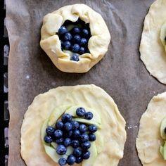 Rustic Blueberry & Apple Tarts. (in Finnish)