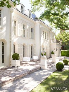 French Style Homes Exterior French Architecture Traditional Style Gracious Exterior Best Pictures Style At Home, French Style Homes, Future House, Houston Houses, Design Exterior, Exterior Colors, Facade Design, Home Styles Exterior, French Country Decorating