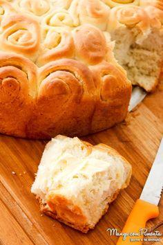 Pão Caracol ou Enroladinho com Manteiga, perfeito para um café da manhã especial. Clique na imagem para ir ao blog e conferir a receita.
