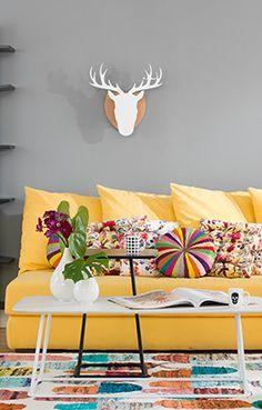 Coloridos ou monocromáticos, simples ou sofisticados, os tapetes da coleção Tok&Stok podem repaginar facilmente sua sala de estar e home cinema. Selecione as melhores opções de cor, material e estilo para seus ambientes e mãos à obra!
