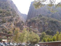 Saklıkent Kanyonu, 18 km uzunluğunda ve yılda 180-200 bin kadar turisti  ağırlıyor