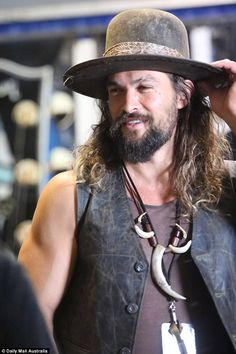 Jason Momoa was a big hit with fellow festivalgoers at Bluesfest Byron Bay Hipster Haircuts For Men, Bohemian Style Men, Jason Momoa Aquaman, Hipster Man, Hollywood, Most Beautiful Man, Beautiful Smile, Big Men, Hats For Men