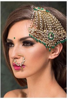 Our pick of fabulous bridal jhoomar designs that are trending AF. Indian Wedding Jewelry, Indian Jewelry, Bridal Jewelry, Tikka Jewelry, Head Jewelry, Nath Bridal, Jhumar, Traditional Hairstyle, Indian Accessories
