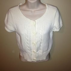 ** New Listing**. Off white short-sleeved sweater Mudd Size Medium cable-knit short-sleeved sweater. Barely worn. Adorable for work or play! Mudd Sweaters