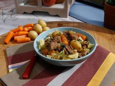 Sunny's Easy Beefy Stew recipe from Sunny Anderson via Food Network (Season 8 -- Winter Favorites) Slow Cooker Beef, Slow Cooker Recipes, Crockpot Recipes, Cooking Recipes, Onion Recipes, What's Cooking, Casserole Recipes, Yummy Recipes, Dinner Recipes