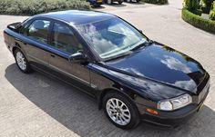 Volvo S80 uit 1999, unilak zwart met superglans en reflectie na het polijsten en poetsen | Reflections on the black '99 Volvo S80 after polishing