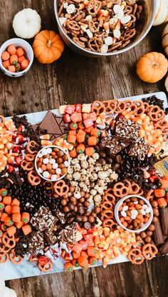 graduation celebration videos Plan Your Party in Seconds with Your All-In-One Free Party Planner Halloween Dinner, Halloween Goodies, Halloween Food For Party, Halloween Treats, Spooky Halloween, Halloween 2020, Halloween Finger Foods, Halloween Popcorn, Halloween Costumes