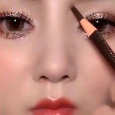 Smoke Eye Makeup, Korean Eye Makeup, Eye Makeup Steps, Creative Eye Makeup, Simple Makeup, Eyeliner Designs, Make Up Braut, Makeup Makeover, Magical Makeup