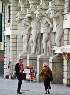 Casa de los Cauatro Atlantes, Plaza Libertad, Brno