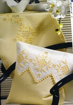 Another beautiful design, this time used on a cushion cover. Doesn't it make this corner of the room look sunny!