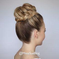 hair tutorial video for girls Braided hair bun tutorial Braided Bun Hairstyles, Easy Hairstyles For Medium Hair, Up Hairstyles, Donut Bun Hairstyles, Ballet Hairstyles, Office Hairstyles, Evening Hairstyles, Stylish Hairstyles, Hairstyle Short