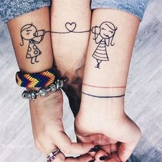 Make your Mogther Daughter Moment Priceless, with Mother Daughter Tattoos. Here are some Mother Daughter Tattoos Ideas, that'll tear you up. Tattoos Bein, Paar Tattoos, Bff Tattoos, Little Tattoos, S Tattoo, Couple Tattoos, Trendy Tattoos, Love Tattoos, Body Art Tattoos