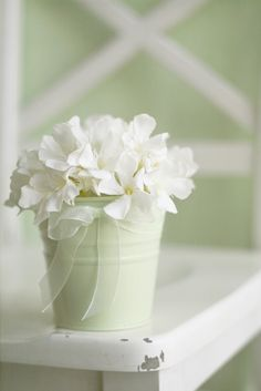 Pretty flowers in a baby blue can Bleu Pastel, Pastel Colors, Pastels, Love Blue, Blue And White, Pure White, Aqua Blue, Mint Green, White Flowers