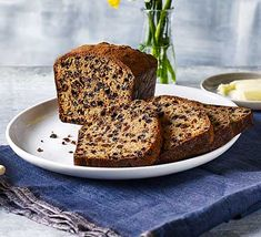 Tea loaf - - Tea loaf Food Enjoy a classic, fruity cake, packed full of plump tea-infused sultanas and raisins. Slice it into thick wedges and spread with salted butter for a satisfying treat Chocolate Fridge Cake, Chocolate Loaf Cake, Sultana Cake, Tea Loaf, Afternoon Tea Recipes, All Bran, Tea Cakes, Fruit Cakes, Bbc Good Food Recipes