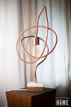 twisted_copper_pipe_light_modern Detailed instructions and photos to build a modern, twisted copper pipe light with a DIY marble and oak base. Includes a list of materials and tools. Lamp, Copper Diy, Copper Lamps, Diy Lamp, Diy Lighting, Modern Diy, Diy Light House, Diy Marble, Copper Lighting