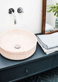 Lightpink marble hand washbasin.