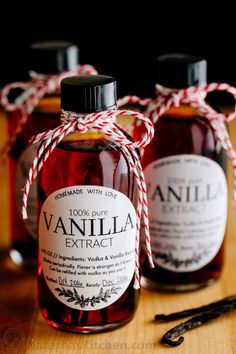 Learn how to make vanilla extract with 2 ingredients! Homemade vanilla extract will be your secret ingredient for baking. The best vanilla extract recipe! Homemade Christmas Gifts, Homemade Gifts, Christmas Recipes, Handmade Christmas, Vanilla Extract Recipe, Vanilla Flavoring, Vanille Paste, How To Make Homemade, Spice Mixes
