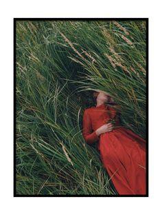 Trademark Innovations Olga Barantseva 'Laying In Field' Canvas Art - 30 Creative Photography, Fine Art Photography, Portrait Photography, Fashion Photography, Artistic Photography, Editorial Photography, Foto Fantasy, Foto Pose, Photo Instagram