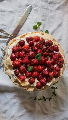 Raspberry, Strawberry, Pavlova, Deserts, Fruit, Blog, Strawberry Fruit, Postres, Blogging