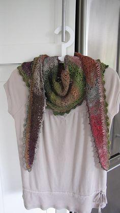 Ravelry: RoseM's Shawlini - free crochet pattern! ✭Teresa Restegui http://www.pinterest.com/teretegui/ ✭