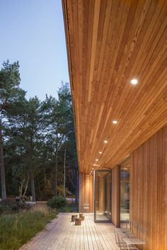of Villa Ljung / Johan Sundberg - 14 Angle looks just about right! Villa Ljung,© Markus LinderothAngle looks just about right! Casas Country, Modern Wooden House, Larch Cladding, Bungalow Renovation, Wooden Buildings, Swedish House, Exterior Lighting, Inspired Homes, Detached House
