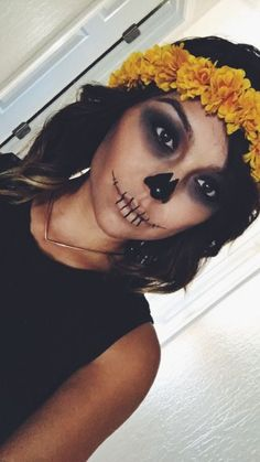 28 Cool and Creepy VooDoo Doll Halloween Makeup Ideas Halloween Makeup; 28 coole und gruselige VooDoo Doll Halloween Makeup Ideas Halloween Make-up; Halloween gruseliges Make-up; kreatives Halloween-Make-up. Cute Halloween Makeup, Halloween Looks, Halloween Diy, Voodoo Halloween, Halloween Images, Skeleton Halloween Costume, Halloween Inspo, Halloween Horror, Halloween Costumes With Makeup