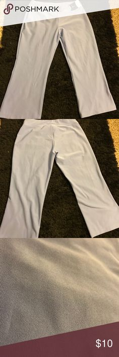 Large Lavender Women's Workout Capri Pants Stretchy size large lavender Nike workout yoga pants. These capris are in great condition! No rips or tears! Nike Pants